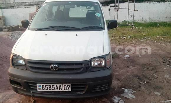 Acheter Voiture Toyota Noah Blanc en Gombe