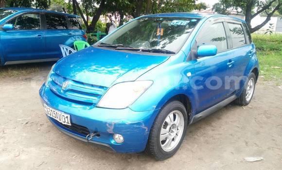 Acheter Voiture Toyota IST Bleu en Limete