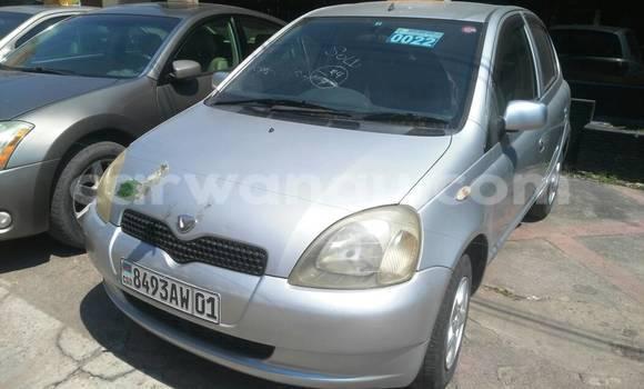 Acheter Voiture Toyota Vitz Gris en Gombe