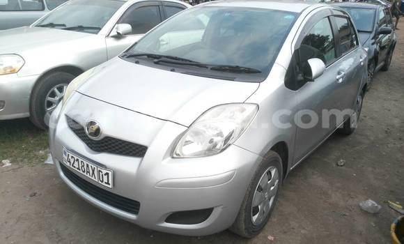 Acheter Voiture Toyota Vitz Gris en Kasa Vubu