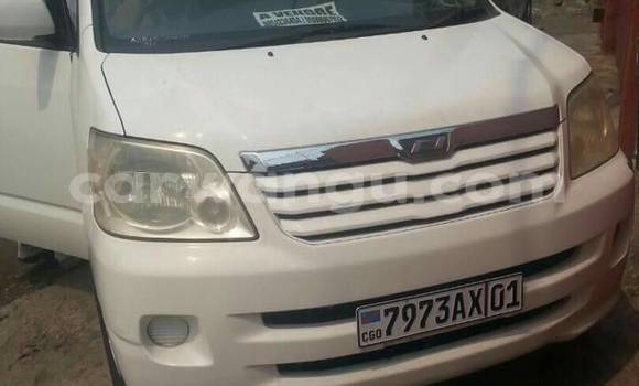 Acheter Voiture Toyota Noah Blanc à Ndjili en Kinshasa
