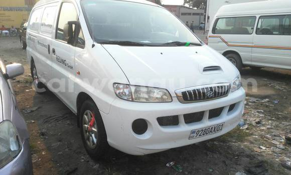 Acheter Utilitaire Hyundai H100 Blanc à Kasa Vubu en Kinshasa