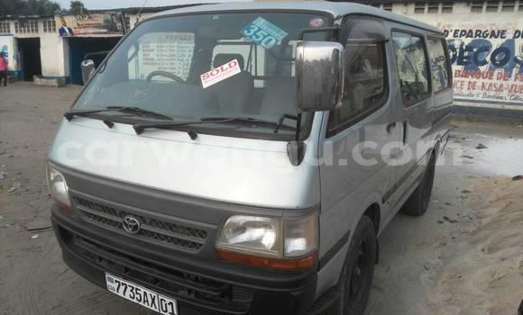 Acheter Voiture Toyota Hiace Vert à Kasa Vubu en Kinshasa