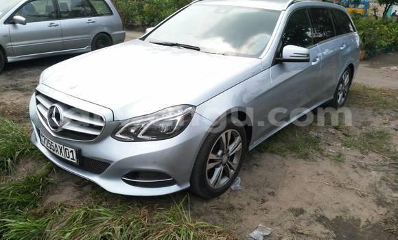 Acheter Voiture Mercedes Benz E-Class Bleu à Limete en Kinshasa