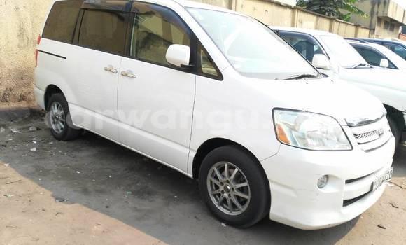 Acheter Voiture Toyota Noah Blanc à Bandalungwa en Kinshasa