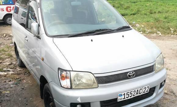 Acheter Voiture Toyota Noah Beige à Kalamu en Kinshasa
