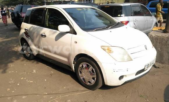 Acheter Voiture Toyota IST Blanc à Lemba en Kinshasa