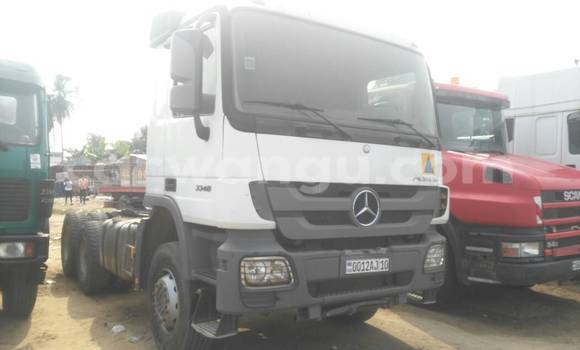 Acheter Utilitaire Mercedes Benz Actros 3341 Blanc à Kalamu en Kinshasa
