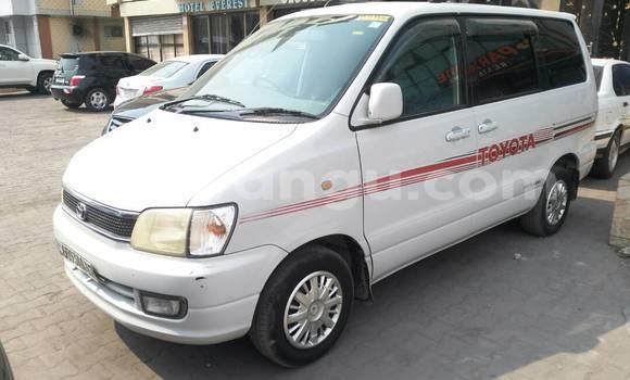 Acheter Voiture Toyota Noah Blanc à Kinshasa en Kinshasa