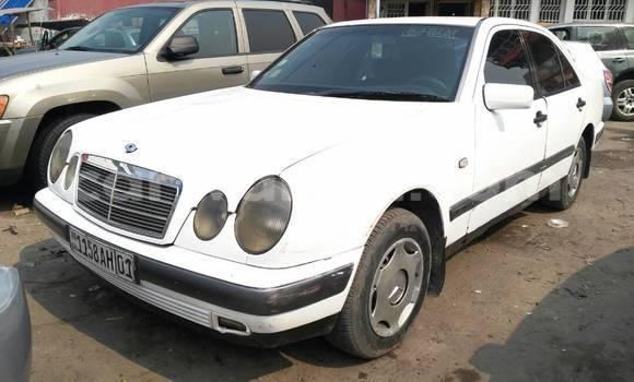 Acheter Voiture Mercedes Benz C-Class Blanc à Bandalungwa en Kinshasa