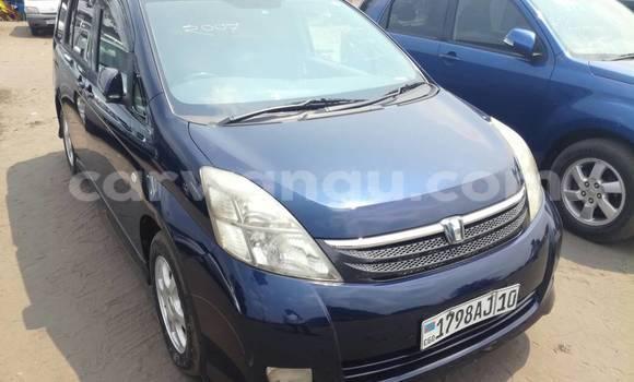 Acheter Voiture Toyota ISIS Bleu à Kalamu en Kinshasa