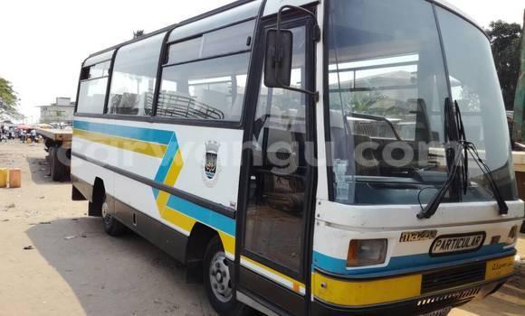 Acheter Voiture Mazda Familia Blanc à Kalamu en Kinshasa