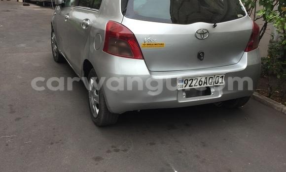 Acheter Voiture Toyota Vitz Gris à Kasa Vubu en Kinshasa