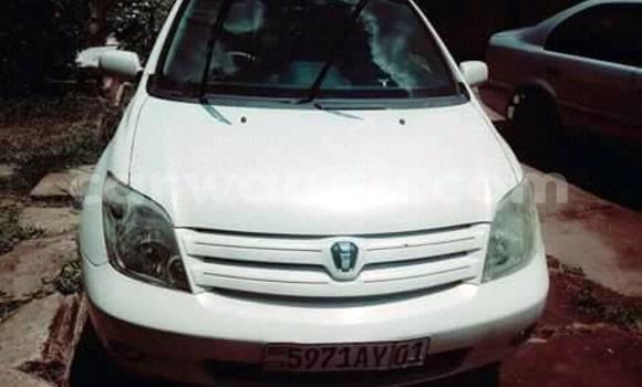 Acheter Voiture Toyota IST Blanc à Bandalungwa en Kinshasa