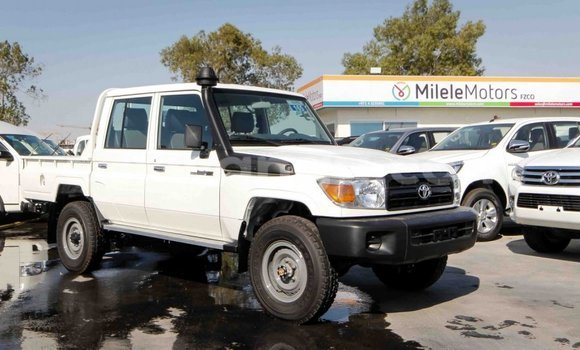 Buy Toyota Land Cruiser White Car in Kinshasa in Kinshasa