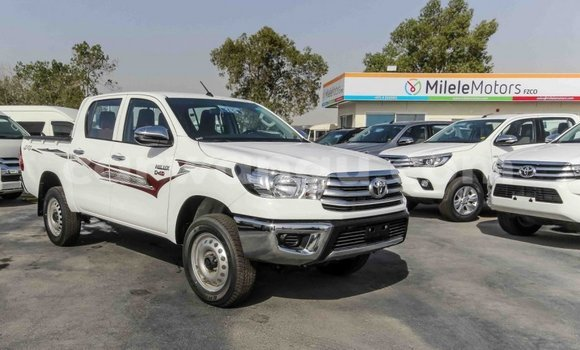 Buy Toyota Hilux White Car in Kinshasa in Kinshasa